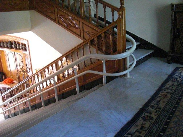 Stair lifts hawle stairlifts for curved staircases - Stairlift for curved staircase ...