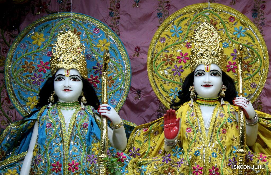 ISKCON Juhu Mangal Deity Darshan on 19th Oct 2016 (11)