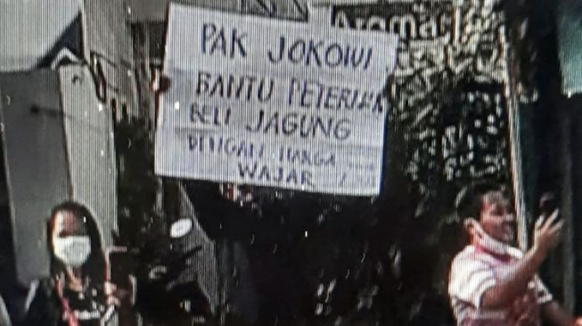 Seorang Pria di Blitar Diamankan Polisi Akibat Bentangkan Poster ke Presiden Jokowi