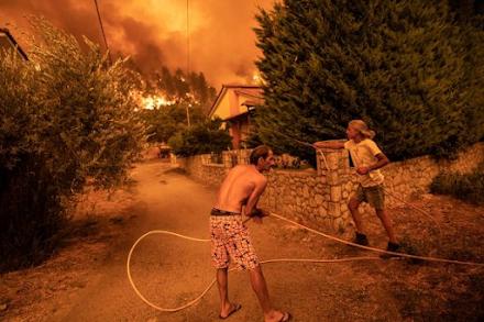 """Εξαιρετικά δύσκολη η κατάσταση στη Βόρεια Εύβοια - """" Θα καούμε ζωντανοί, στείλτε εναέρια μέσα"""""""