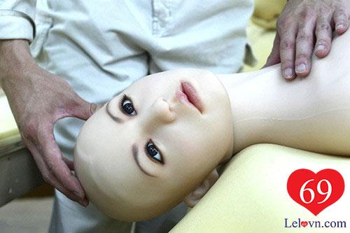 Một sản phẩm búp bê tình dục của Nhật đang được xem xét