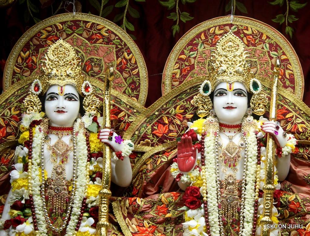 ISKCON Juhu Sringar Deity Darshan on 30th May 2016 (27)