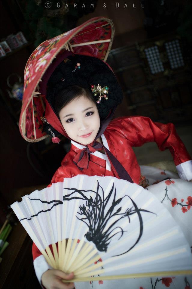 Tomia gợi cảm với trang phục truyền thống Hanbok - Ảnh 10