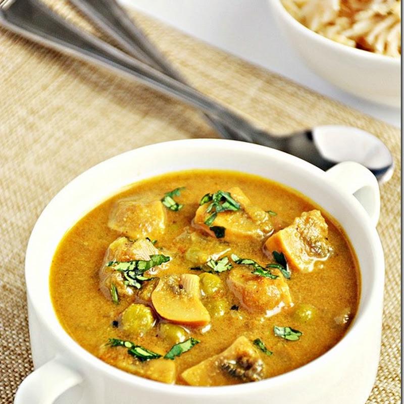 Mushroom peas curry / Mushroom peas masala / Matar mushroom / Mushroom korma
