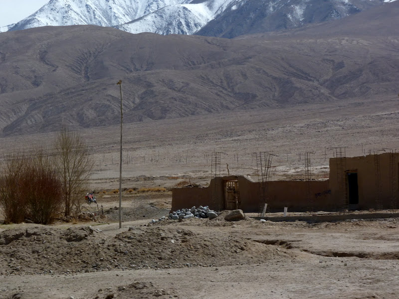 XINJIANG. Karakoram Highway, lune des plus haute route au monde, en passant a 4400 m - P1280550.JPG