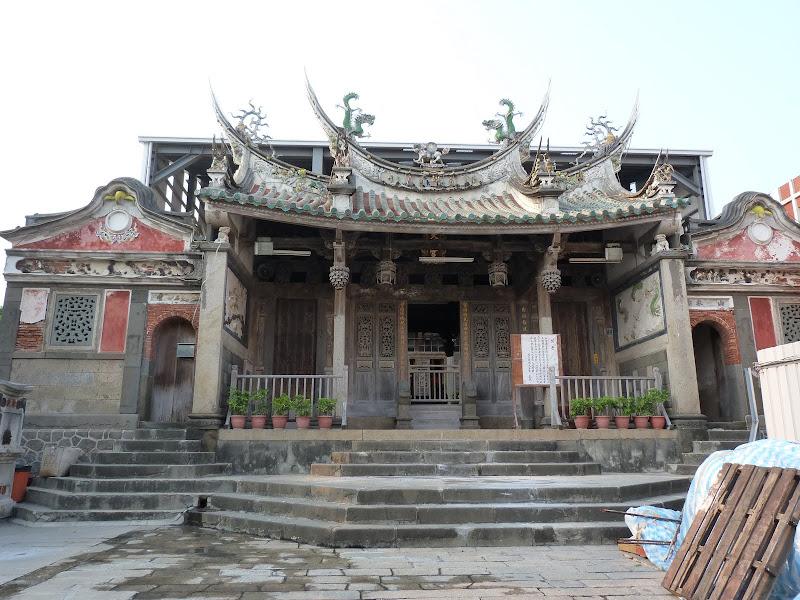 Makong (la capitale) Temple dédié à la déesse MATZU. Plus ancien temple de Taiwan 16 siècle, en refection pas un seul clou.