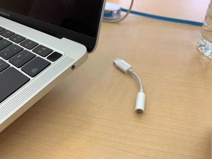 3732f21f3c MacのためにApple純正 USB Type C イヤフォンジャックアダプタを買ってしまった話