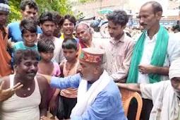 भाजपा नेता पहुचे गांव ,नाव से डुबे 7 में से 6 लोगो की शव से नामापुर गांव में में कोहराम मच गया चारो तरफ चीख पुकार।