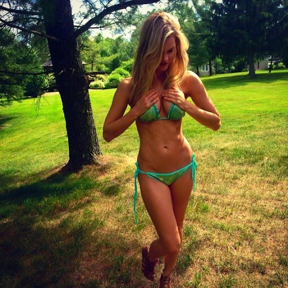 28 Sexiest Photos of Joy Corrigan, Model suing Apple For