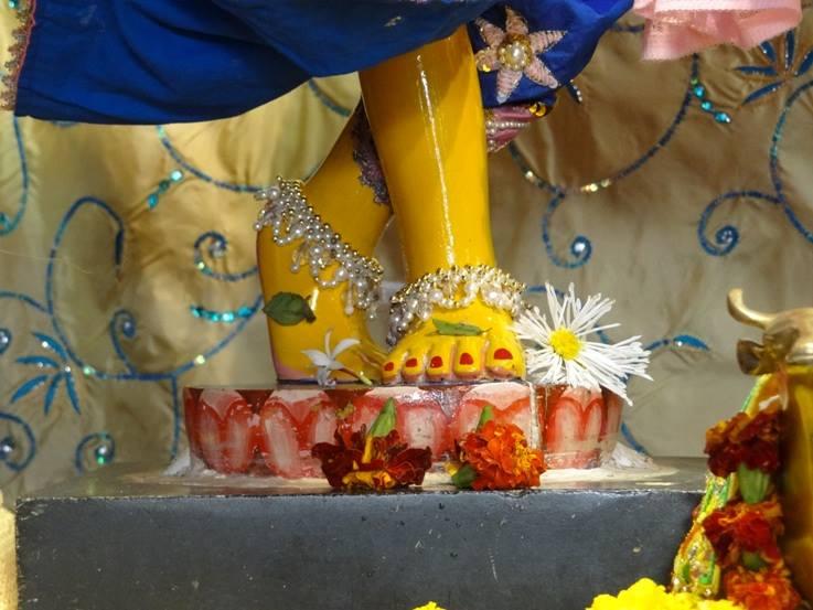 ISKCON Nigdi Deity Darshan 22 Jan 2016 (5)