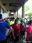 LOTS of runners gathering for the run.
