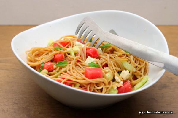 spaghetti salat mit wassermelone gurke schafsk se und frischer minze sch ner tag noch food. Black Bedroom Furniture Sets. Home Design Ideas