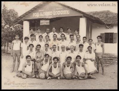 1975-01-01-Volleyball-team (1).jpg