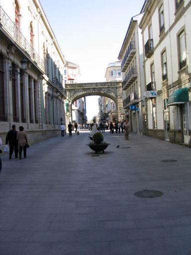 Puerta el Obispo Aguirre desde la Plaza Mayor de Lugo.