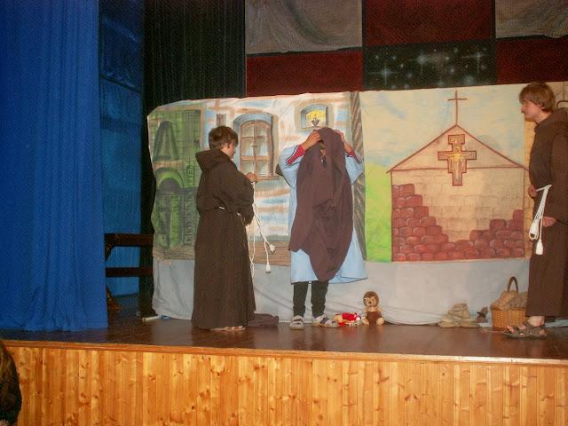 17.11.2013 Divadelní ztvárnění života SV. FRANTIŠKA Z ASSISI - PICT0064.JPG