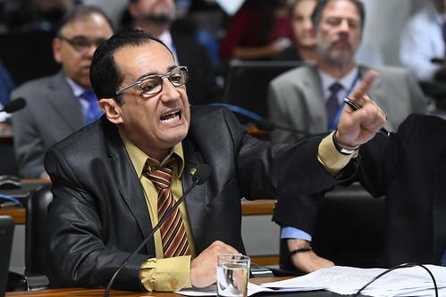 Em telefonema para Kajuru, Bolsonaro mostra por que teme a CPI