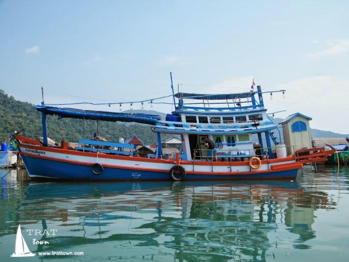 เรือเช่าเหมาลำ ตกหมึก ตกปลา ดำน้ำ หรือไปยังเกาะต่างๆ ในเกาะช้าง