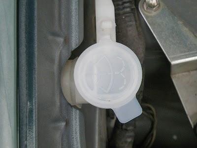 ウォッシャー液のフタを新品に交換