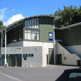 Victoria Park Cricket Pavilion. Complete repaint using anti graffiti coatings and industrial coatings to the steelwork.