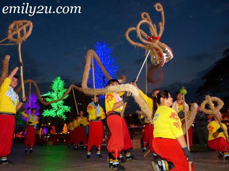 fire dragon dance performance