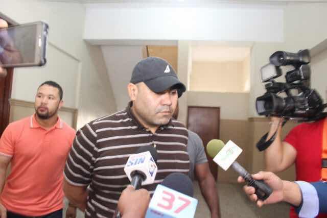 Henry Martínez asegura Emely Peguero murió al darse un golpe en la cabeza tras caer cuando discutía con Marlon