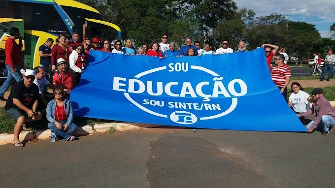 SINTE -RN Neste exato momento no ocupa Brasília, Trabalhadores em Educação do Brasil na luta contra os abusos do Governo TEMER .