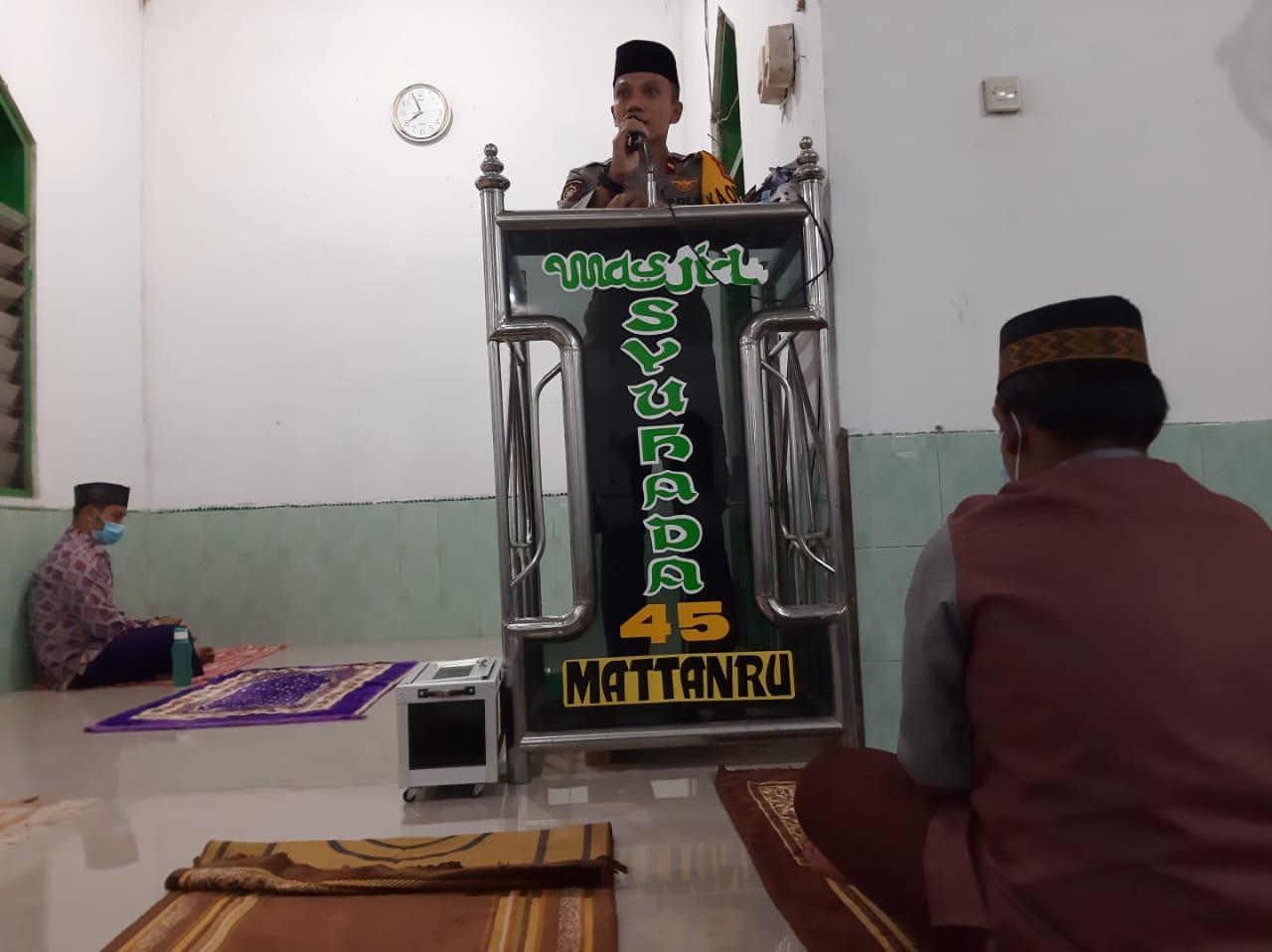 Kapolsek Ganra Sholat Tarwih Berjamaah di Masjid Syuhada 45 Dusun Mattanru