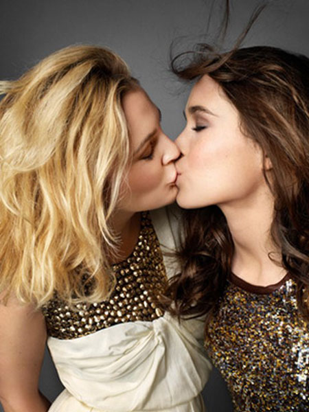 Drew Barrymore & Ellen Page Kissing In Marie Claire (October 2009):celebrities