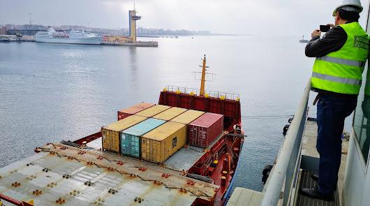 Los puertos de Almería y Carboneras mantienen su actividad