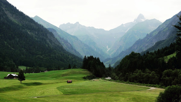 Tour Oberstdorf Älpelesattel Allgäu - Blick in das Trettachtal zum Kratzer und der Trettachspitze