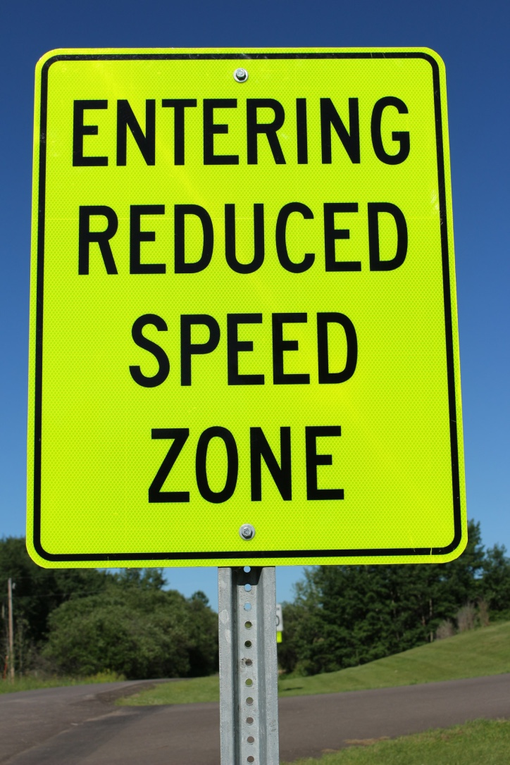 Thumb road sign reduced speed 2 1024