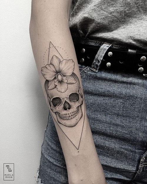 esta_flor_delicada_tatuagem_de_caveira