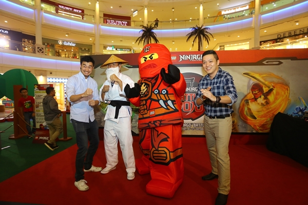 Kevin Hagino, Senior Regional Brand Manager, LEGO; Sensei Wu; Kai; dan Dick Yoong, Country Manager of LEGO Malaysia