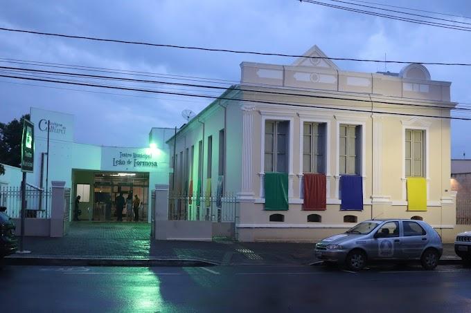 Teatro Municipal e Museu são reinaugurados com restrições de distanciamento social