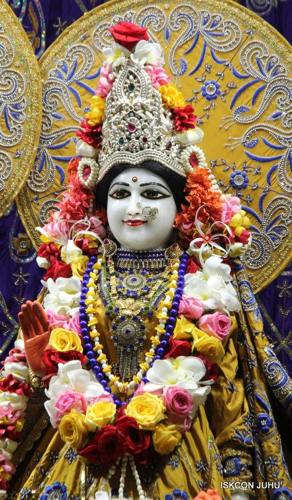 ISKCON Juhu Sringar Deity Darshan on 7th Sep 2016 (76)