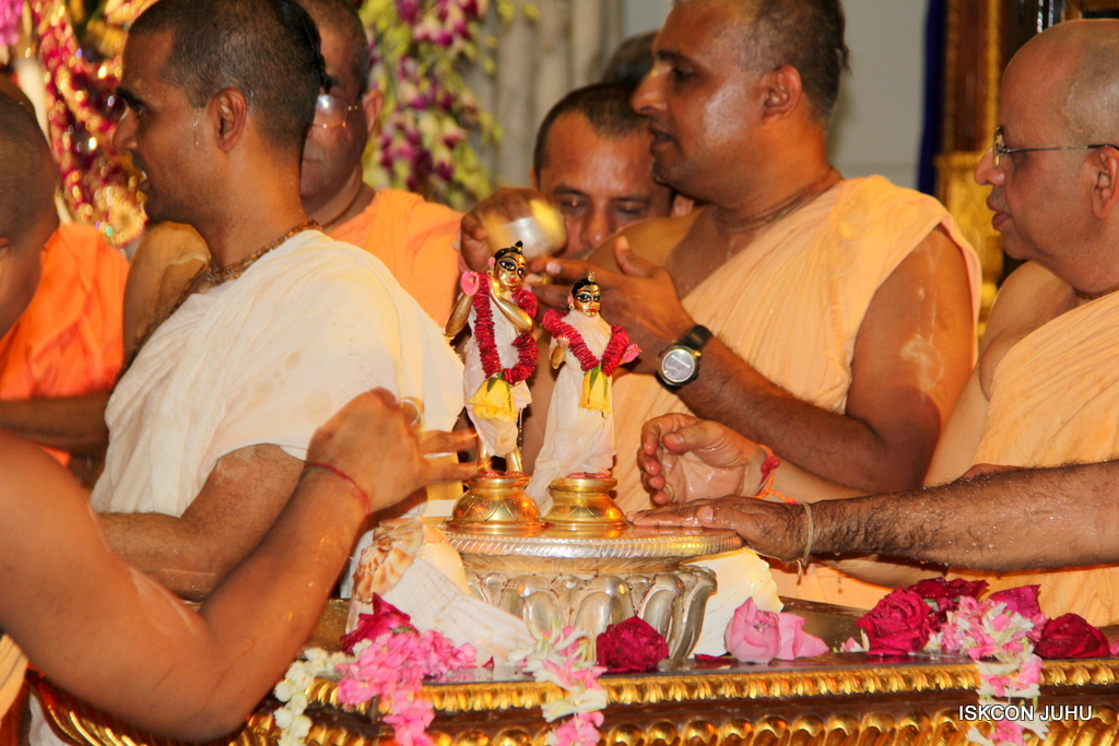 ISKCON Juhu Janmashtami Maha Abhishek on 25th Aug 2016  (16)