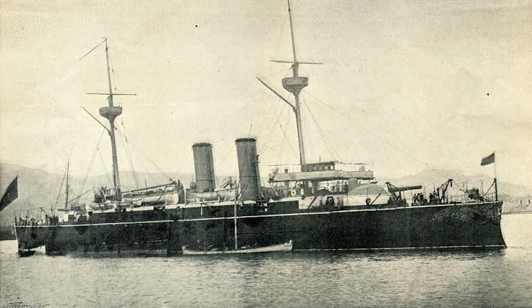 9-El crucero acorazado VIZCAYA en el puerto de Las Palmas, en su viaje a Estados Unidos y Cuba. Foto de Ojeda. Revista desconocida.jpg