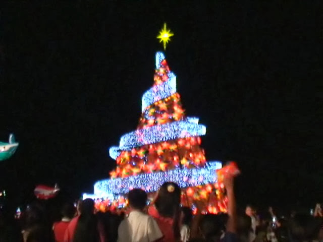 37-footer Christmas tree in Valencia