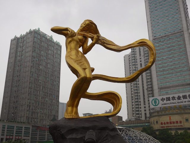 The Liuyang River (浏阳河) statue — a woman playing a violin but without a bow — at Furong Square
