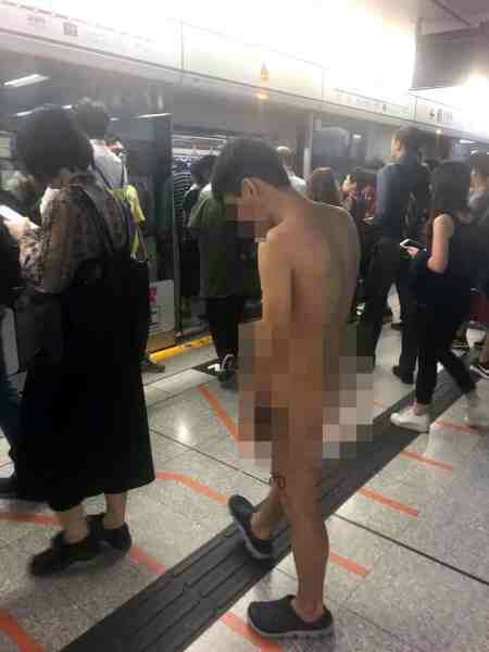 Completely N*ked Man Caught Boarding a Train During Evening Rush Hour (Photo)