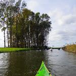 056-We paddelen verder door de Noorwaard in de richting van Den Bevert.