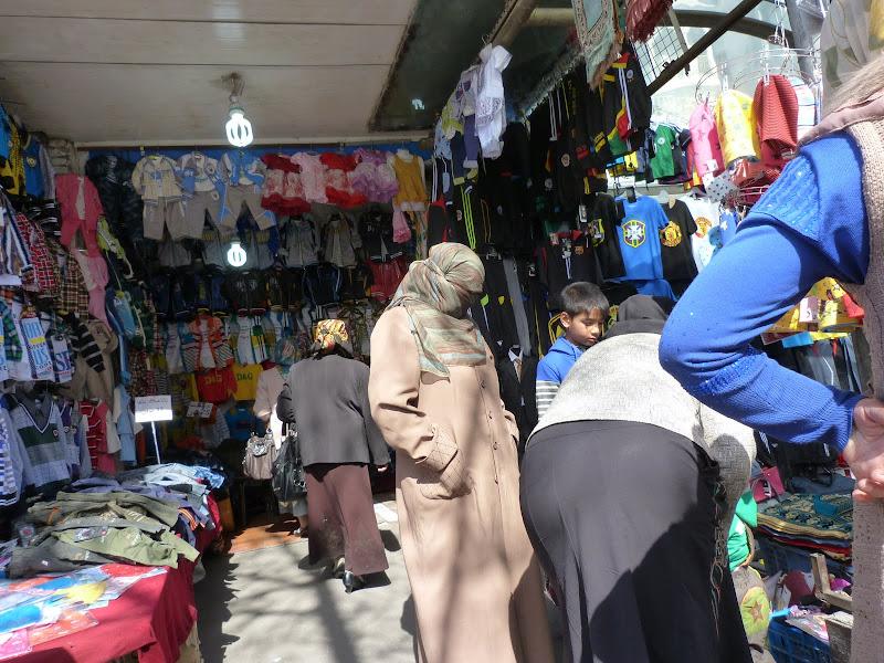 XINJIANG. Urumqi, Grand Bazar, 8 avril - P1270248.JPG