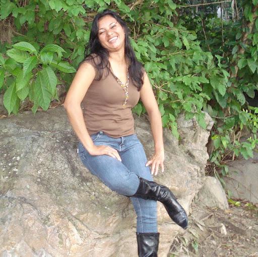 Delmy Arias Photo 2
