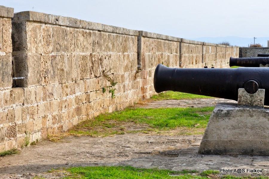 Акко, крепостная стена. Экскурсия по Западной Галилее. Гид в Израиле Светлана Фиалкова.