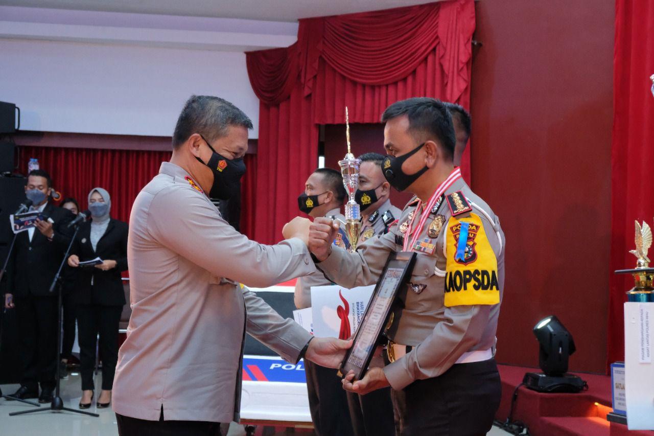 Peringati Hari Lalulintas Ke 66, Kapolda Riau Berikan Penghargaan Personel Berprestasi