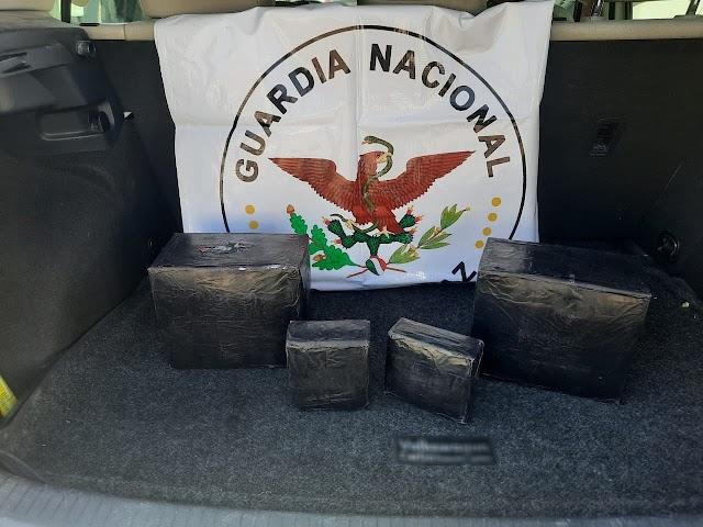 GUARDIA NACIONAL ASEGURA EN CARRETERA DE MEXICALI  MÁS DE CINCO KILOS DE APARENTE CRYSTAL