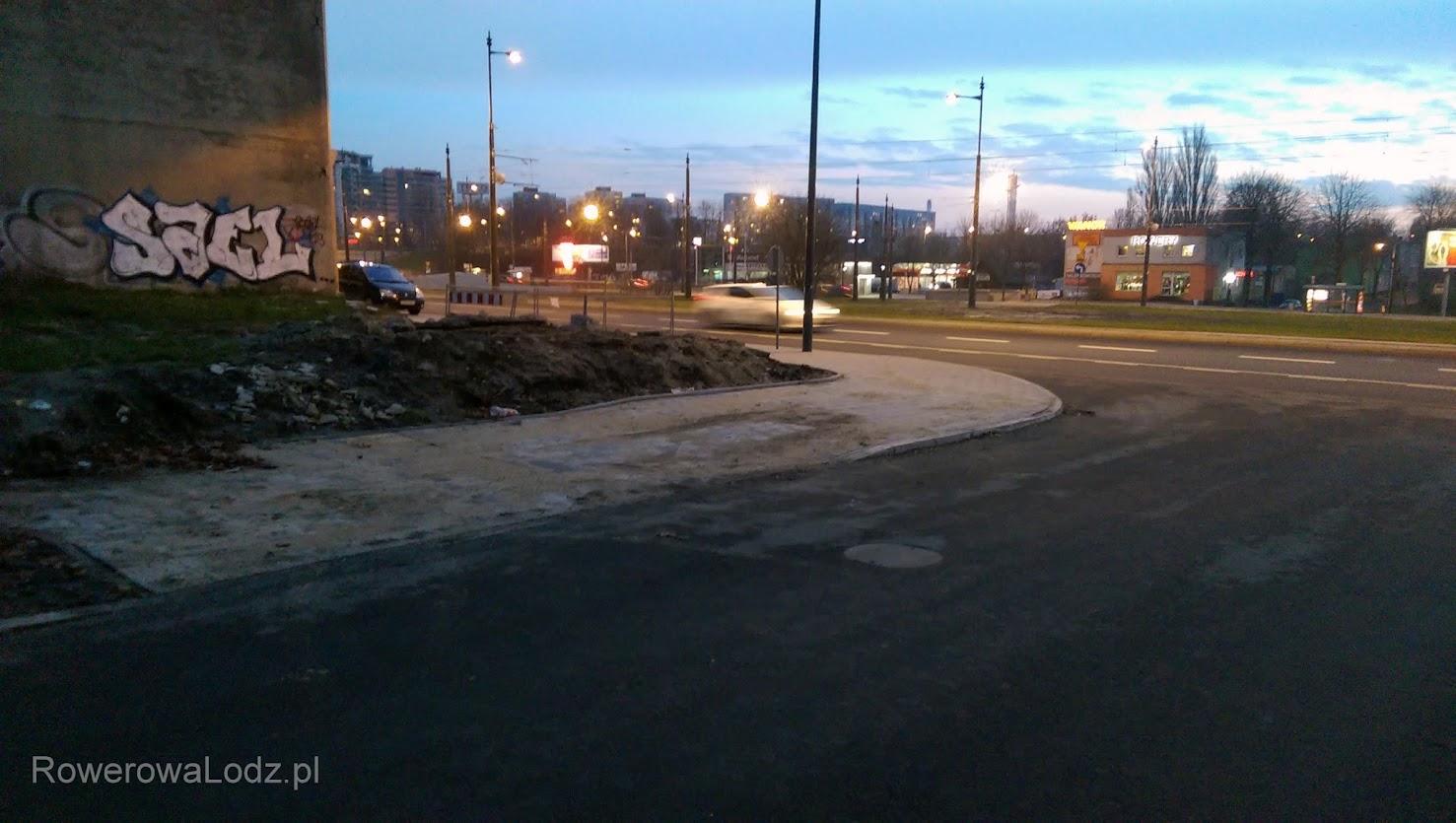 Jak widać, przejście dla pieszych przez tę małą uliczkę, odciągnięto od skrzyżowania.