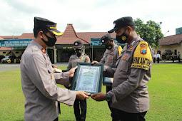 Polresta Mojokerto Berikan Reward Bhabinkamtibmas Berprestasi
