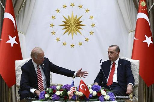 أردوغان وبايدن يجتمعان في لحظة متوترة للعلاقات التركية الأمريكية