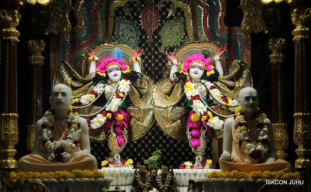 ISKCON Juhu Sringar Deity Darshan on 28th May 2016 (46)